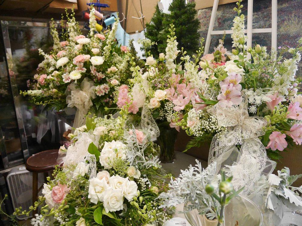 Cheswick Floral: 516 Allegheny River Blvd, Oakmont, PA