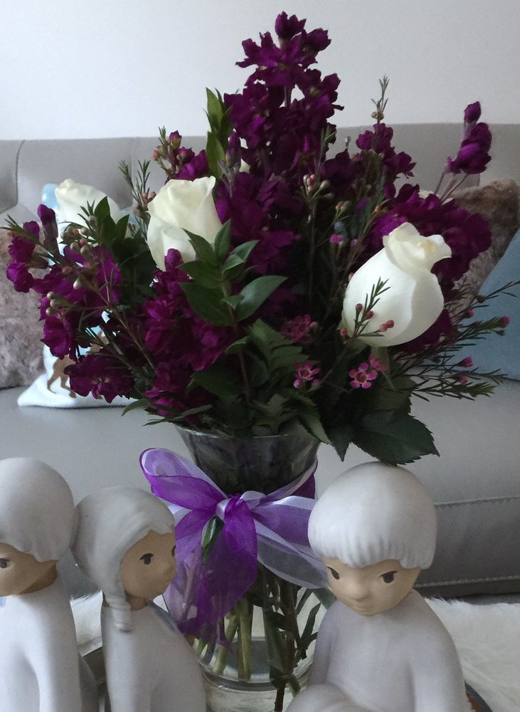 Dixieland Florist & Gift Shop: 414 Donald St., Bedford, NH