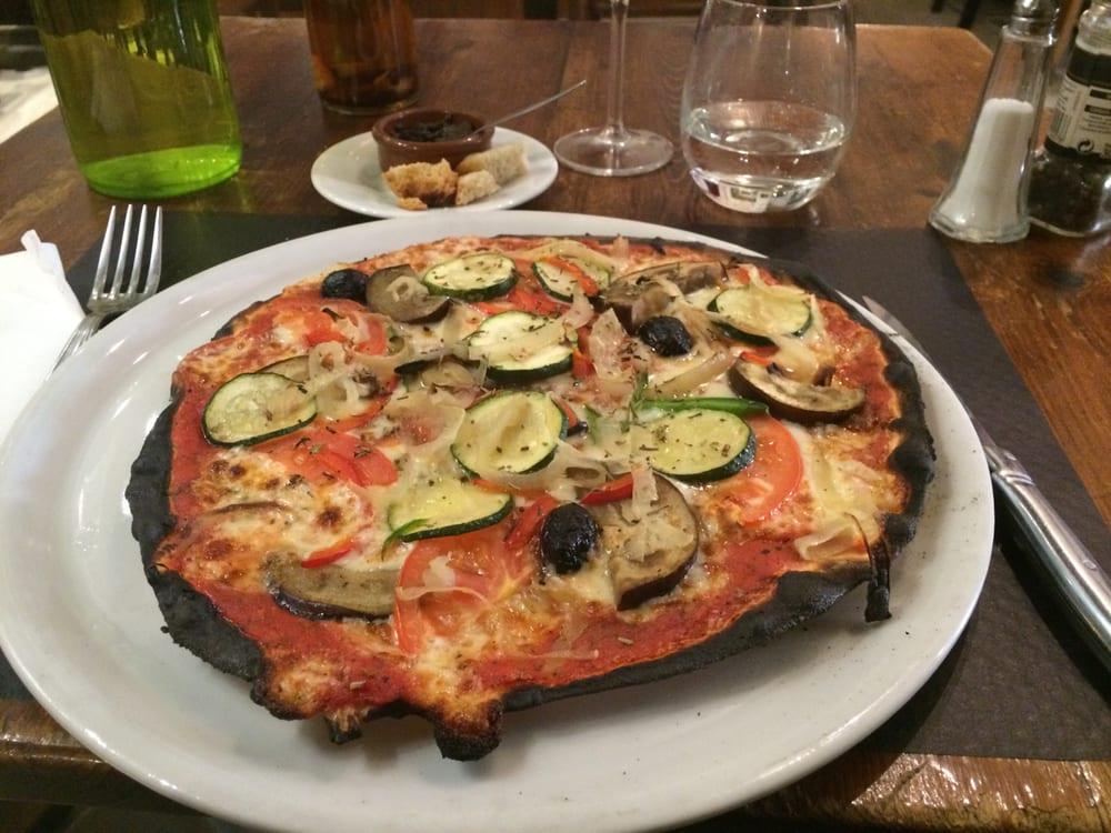 La pizza provençale (courgettes, aubergines, oignons, tomates ...
