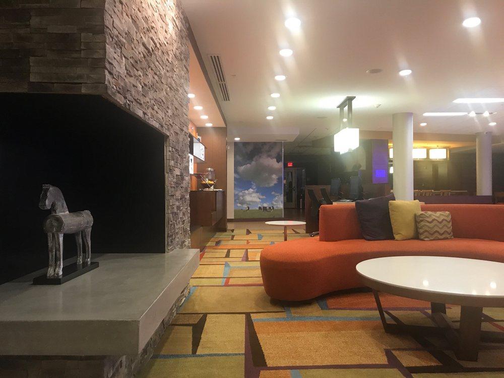 Fairfield Inn & Suites - Columbia: 1545 Halifax Dr, Columbia, TN