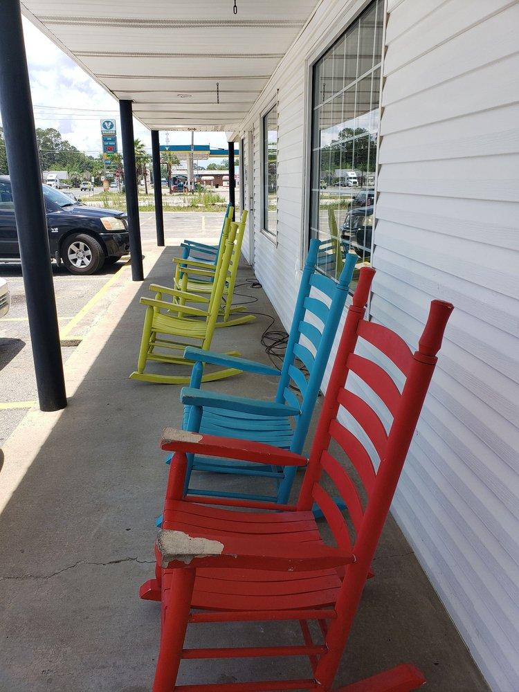 B & F Drive In Restaurant: 312 W Parker St, Baxley, GA