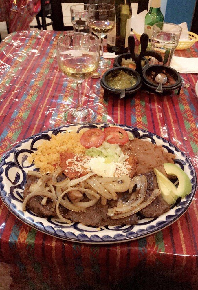 El Tezcal Mexican Restaurant: 4305 N Kedzie, Chicago, IL