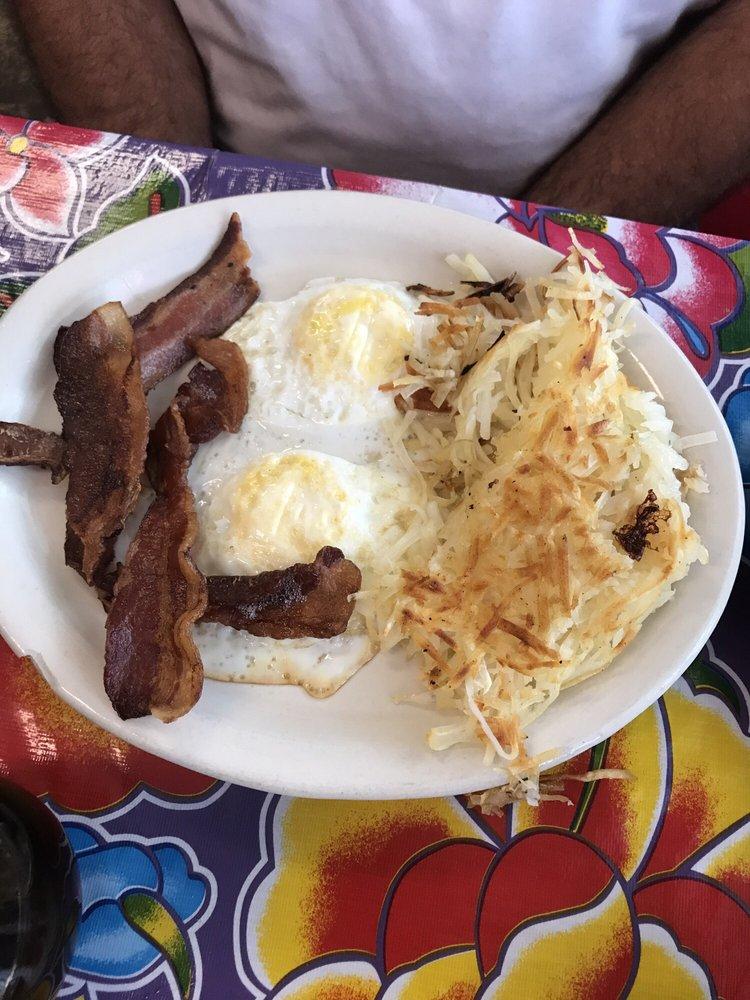 Tio's Backporch Restaurant: 407 S Main St, Winona, TX