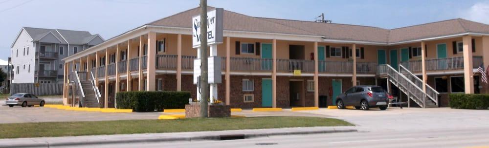 Sandpiper Motel: 200 E Fort Macon Rd, Atlantic Beach, NC