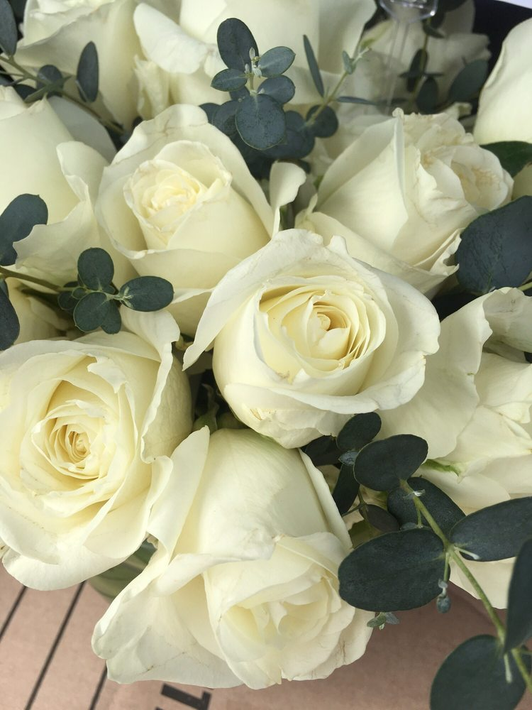 Bella Rosas Florist: 3214 Atlantic Brigantine Blvd, Brigantine, NJ