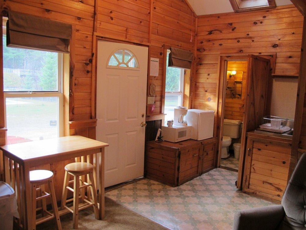 Pine Crest Motel & Cabins: 1288 Barton Orleans Rd, Barton, VT