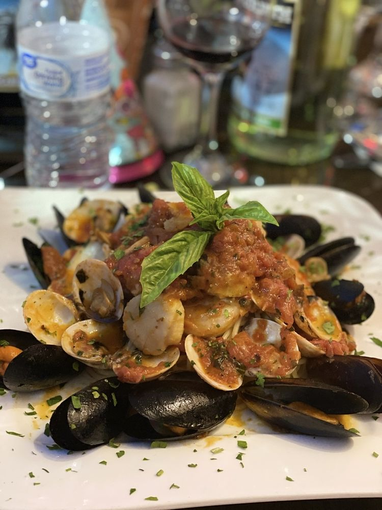 Dolce Vita Italian Restaurant & Pizzeria: 3600 East Landis Ave, Vineland, NJ