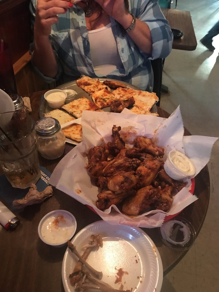 T & D Tavern: 3152 Highway T, Foristell, MO