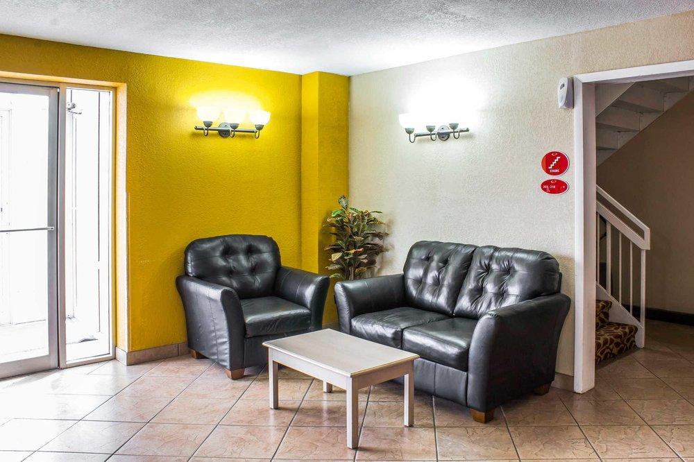 Econo Lodge Inn & Suites: 1614 Antique City Drive, Walnut, IA