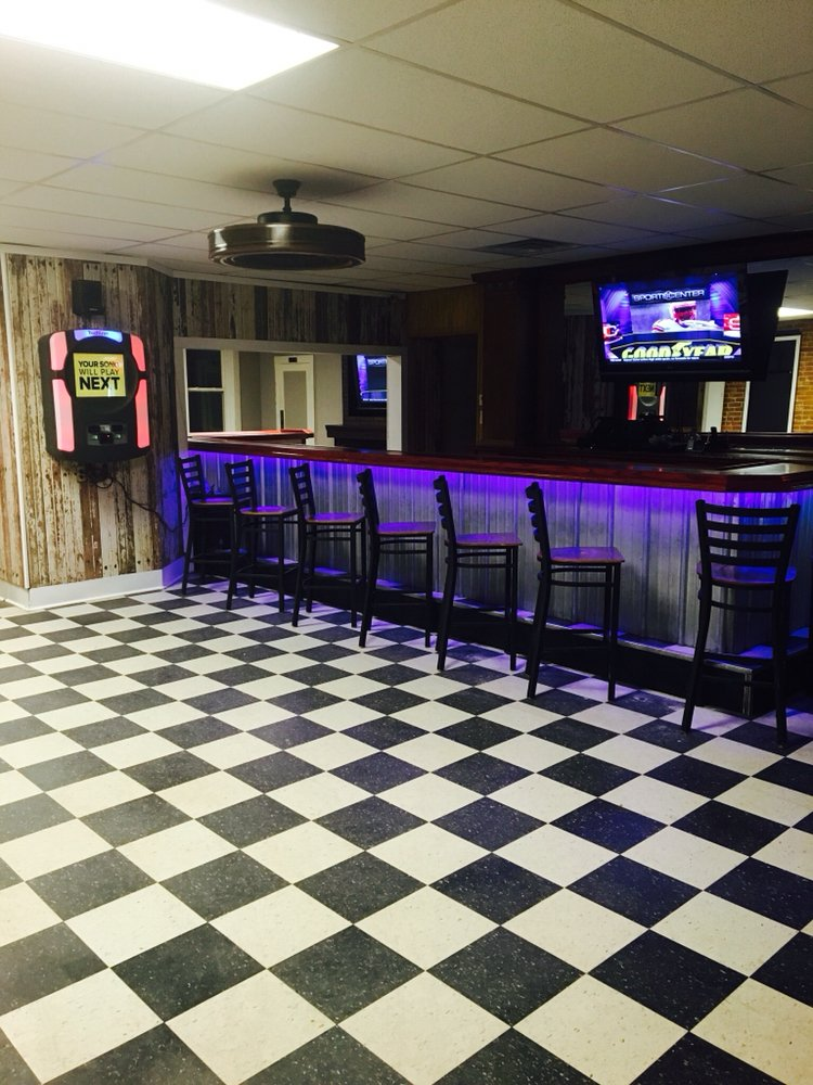Humpy's Bar and Grill: 13211 Railroad Ave, Russellville, MO