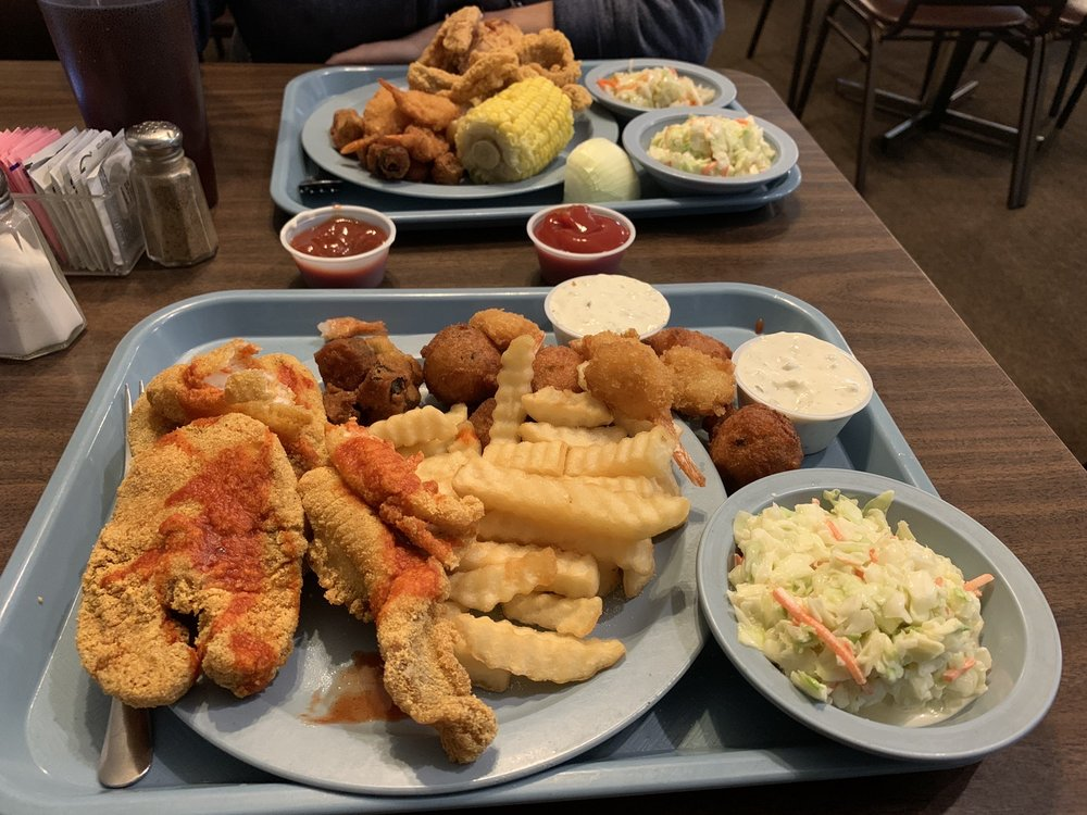 Huckleberry's Catfish Buffet: 2613 Eastline Rd, Searcy, AR