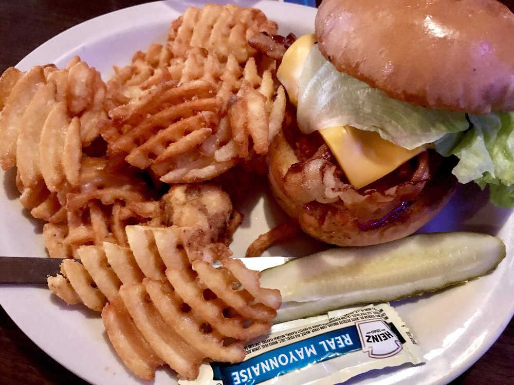 Court'n House Bar & Grill: 113 W Grand Ave, Eau Claire, WI