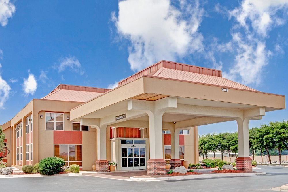 Ramada by Wyndham West Memphis: 2003 East Service Rd, West Memphis, AR