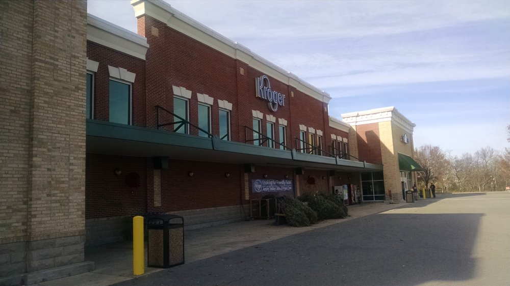 Kroger Columbia Tn >> This Kroger Is Located Next To A Super Target Along Columbia