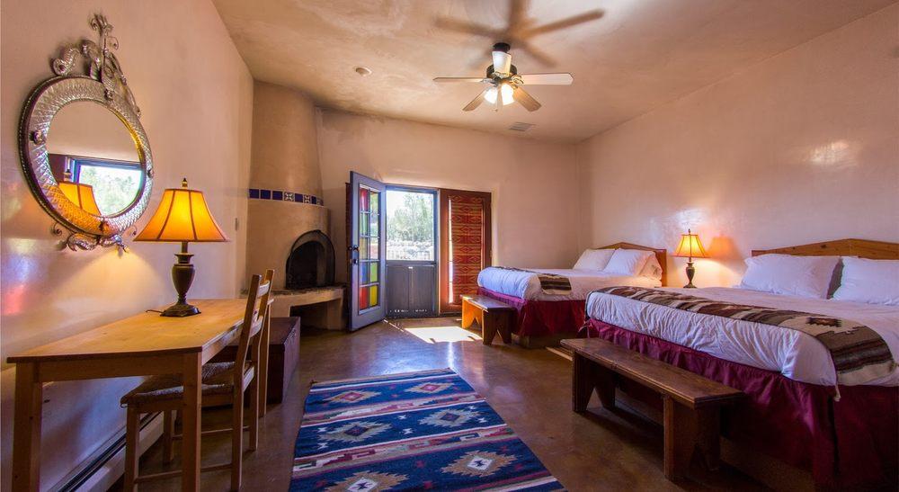 Hacienda Dona Andrea: 78 Vista del Oro, Cerrillos, NM