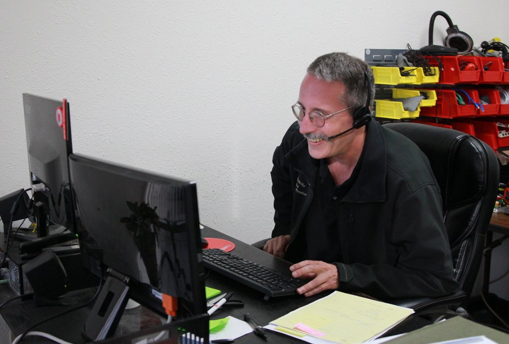 Dave helping out a Sacramento IT support customer  - Yelp