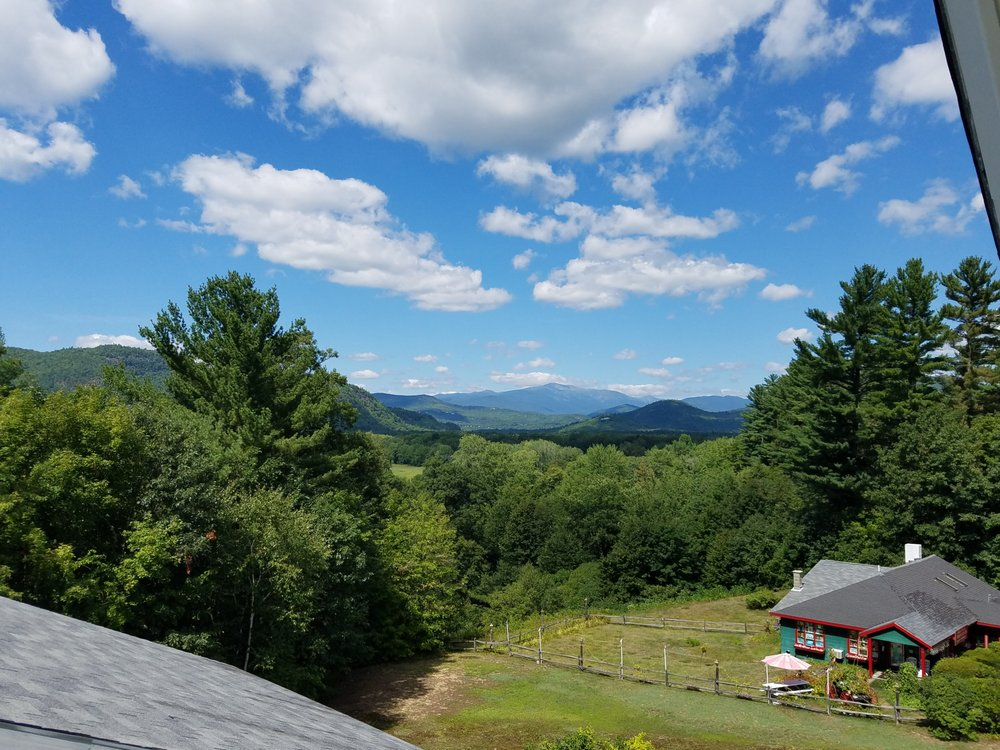 Wildflowers Inn: 3486 White Mountain Hwy, North Conway, NH
