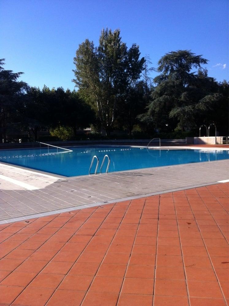 Piscina costoli piscine palasport campo di marte for Piscina firenze