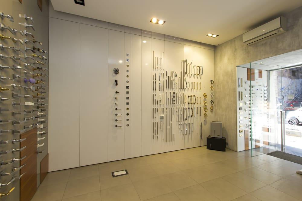 Showroom negozio maniglie per mobili e porte a Catania in via di San ...