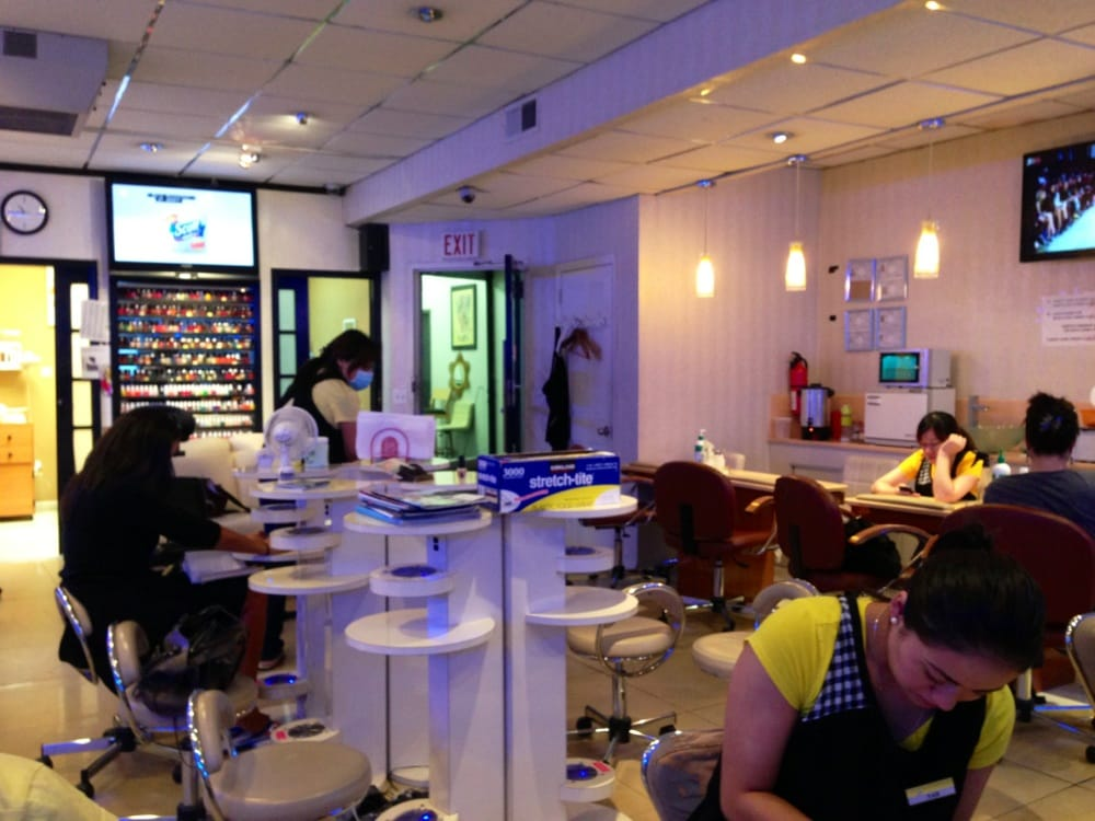Candy nail salon 13 fotos y 83 rese as manicura y for 111 maiden lane salon
