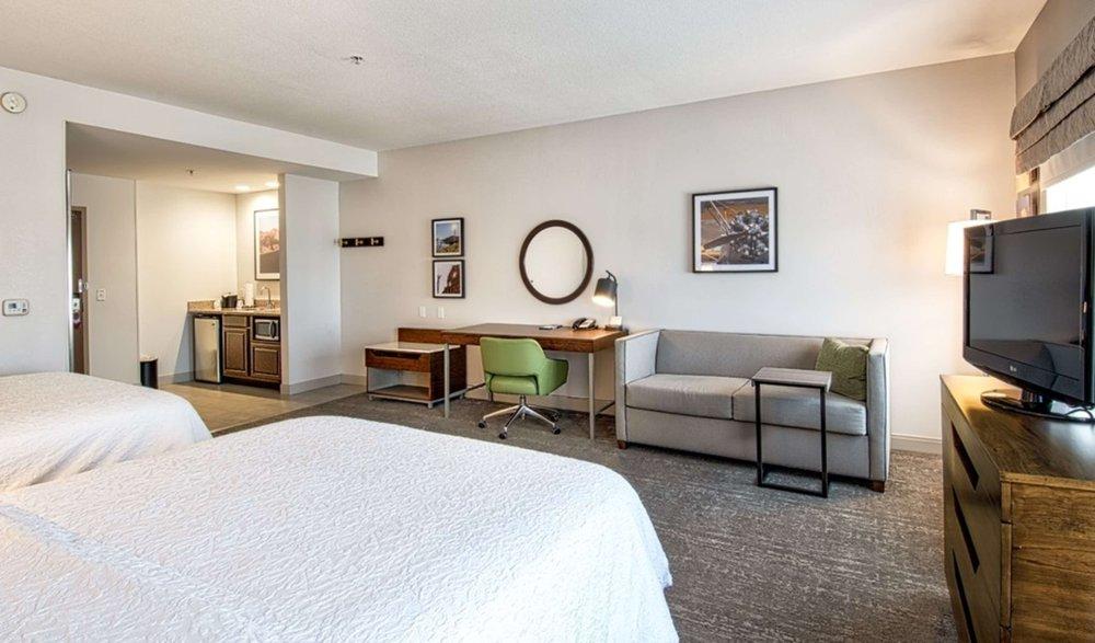 Hampton Inn & Suites Hemet: 3700 W Florida Ave, Hemet, CA