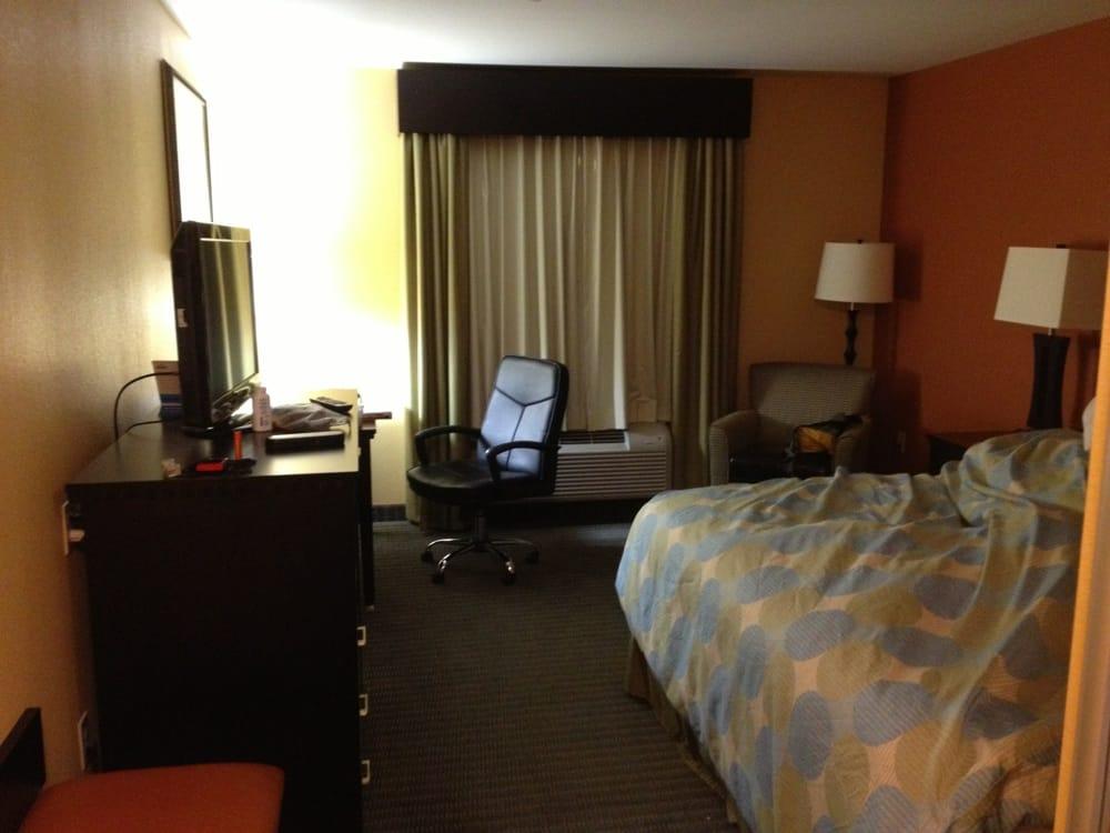 Days Inn: 109 E Harrell Dr, Russellville, AR