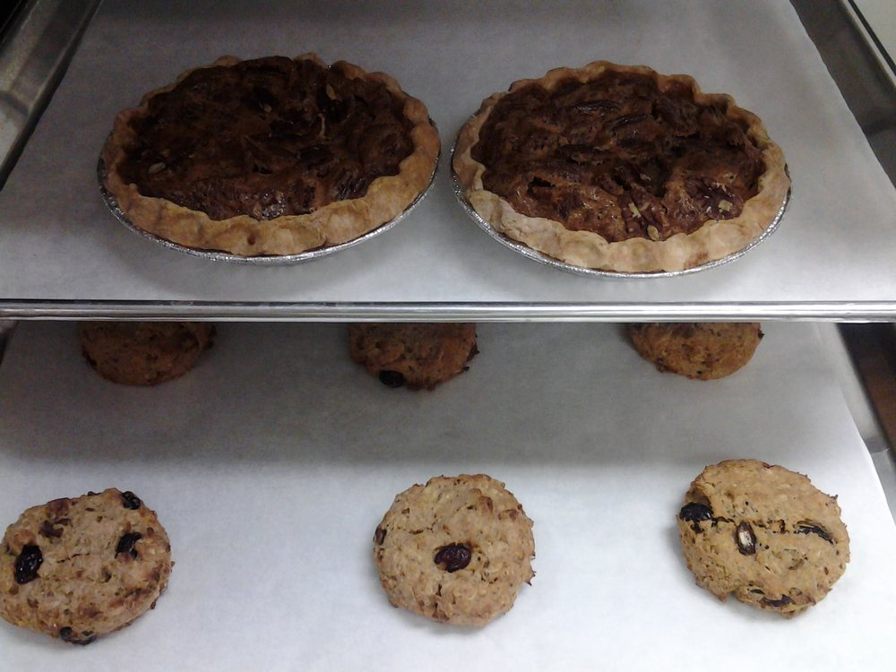 Katy's - Homestyle Bakery & More: 429 Lawrence Ave, Ellwood City, PA