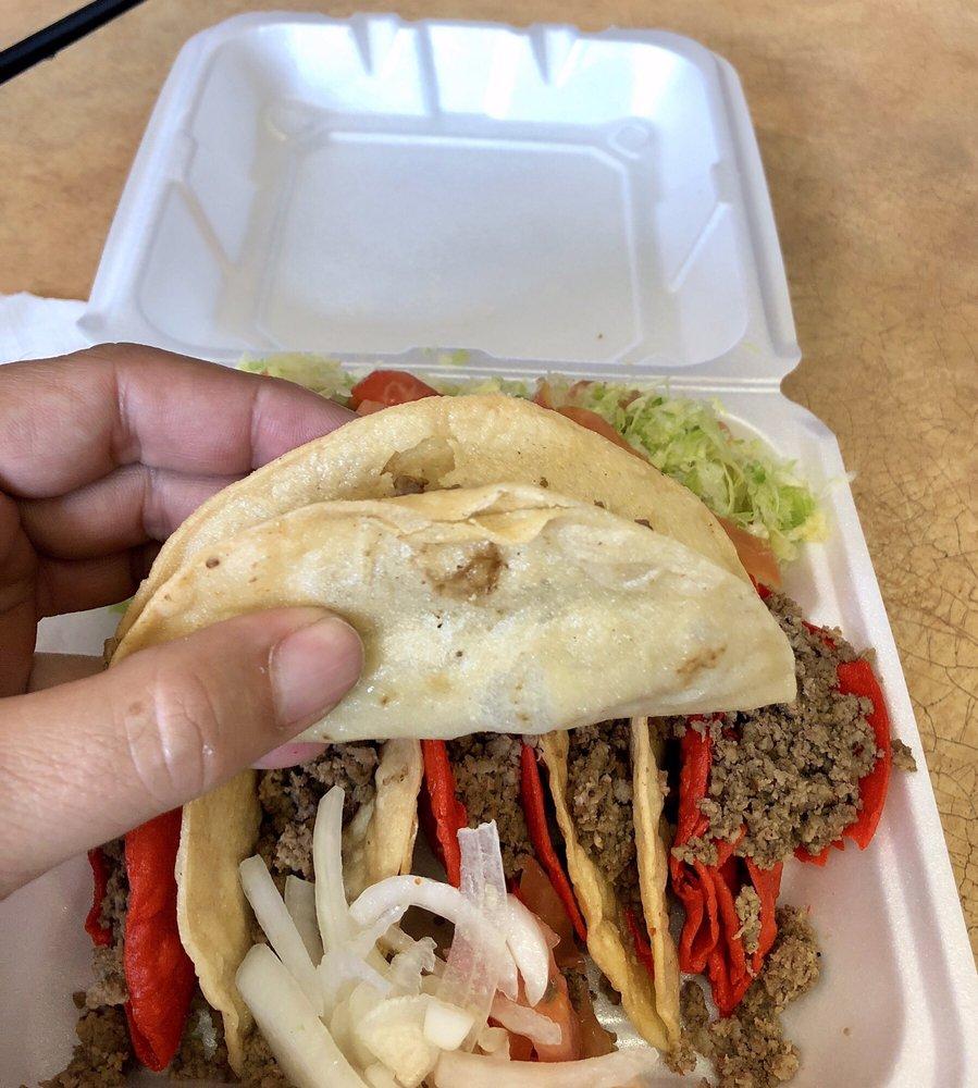 Border Burgers: 259 E Garrison St, Eagle Pass, TX