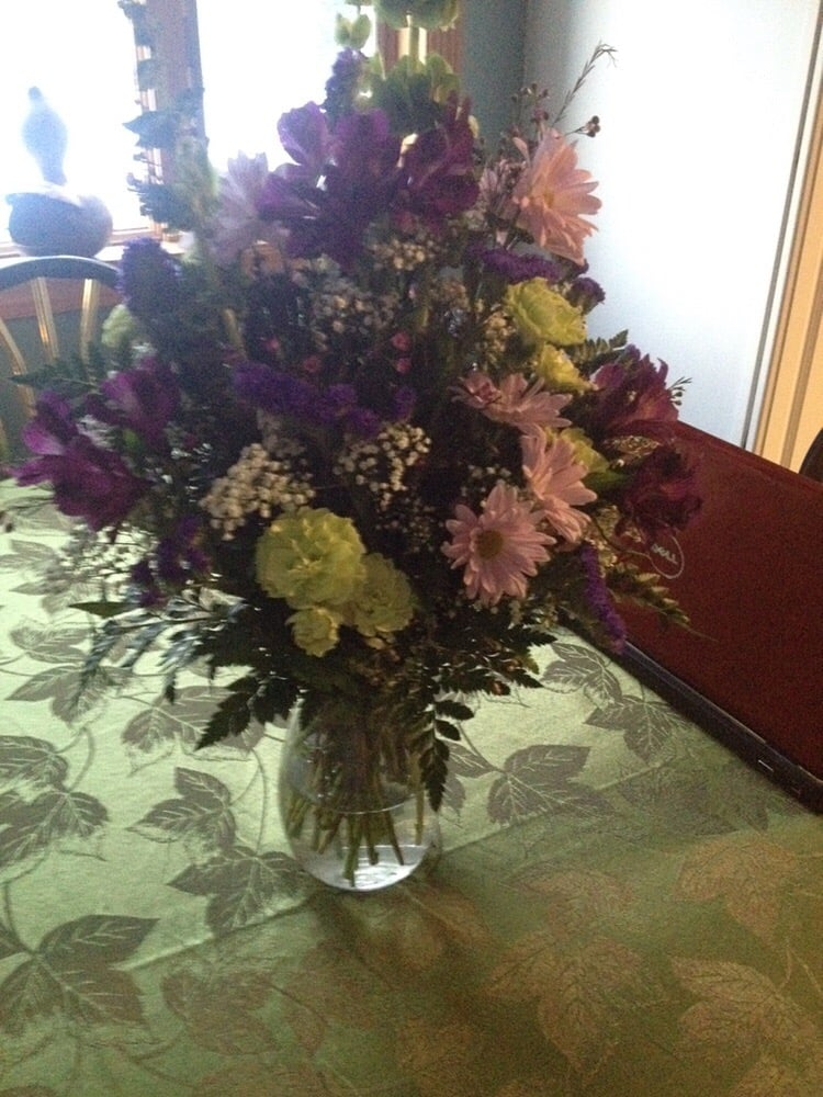 Maureen's Floral & Gifts: 74 W Hartford St, Ashley, PA