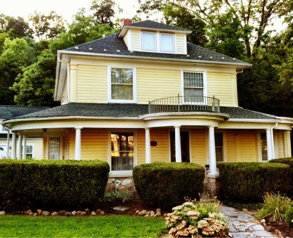 Brookside Manor: 27 Warren St, Berkeley Springs, WV