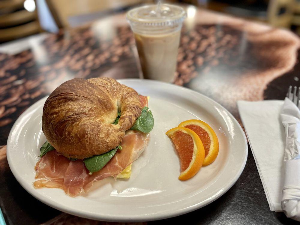 Capriccio Cafe: 810 Hwy 98 E, Destin, FL