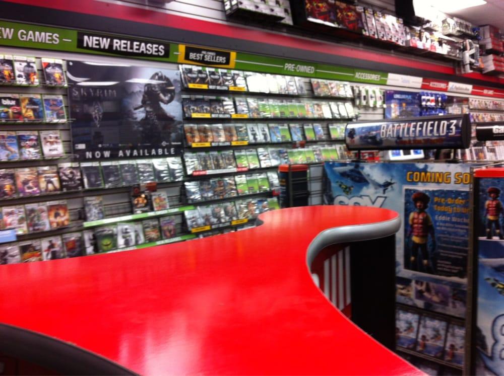 GameStop: 186 N 12th Ave, Hanford, CA
