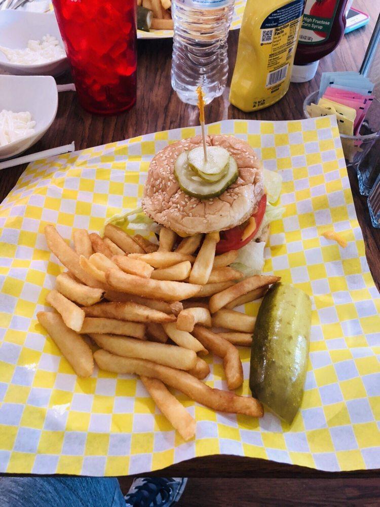 Bobs Cafe: 4001  Hwy 43 N, Ethridge, TN