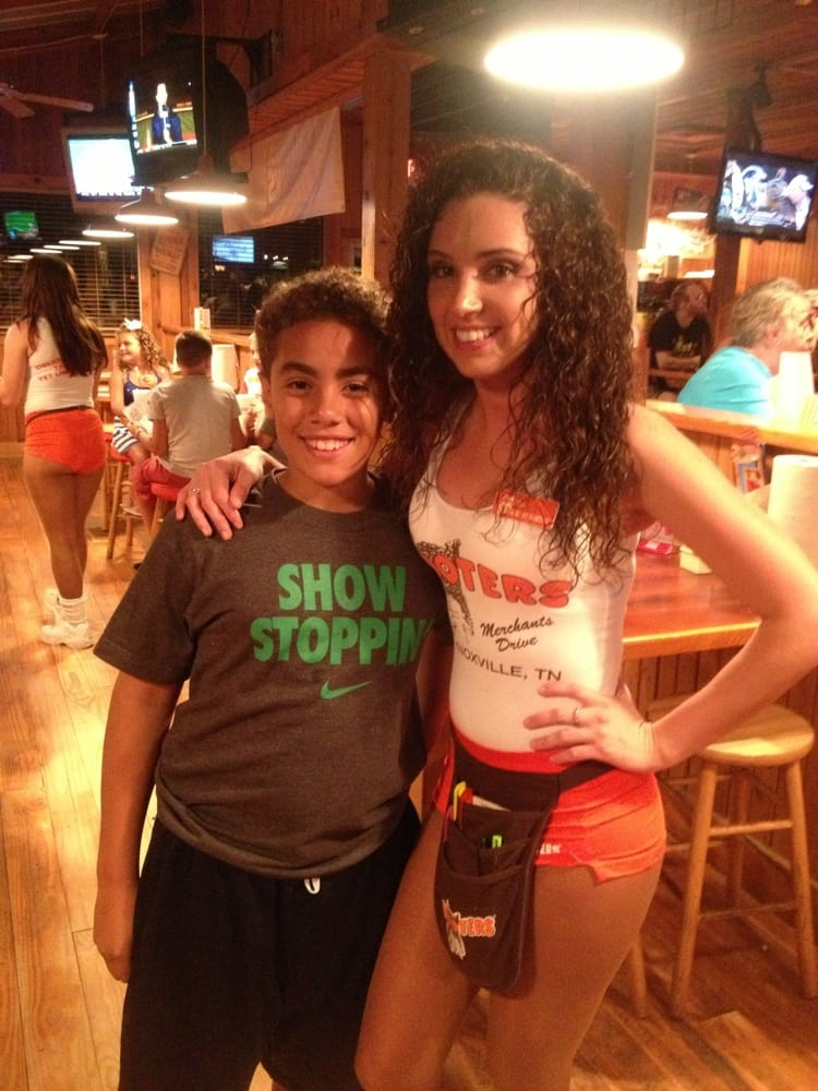 Kelvin And The Waitress Stephanie At Hooters In