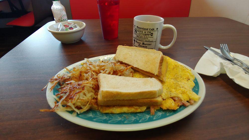 Mooreland Cafe: 401 SW 6th St, Mooreland, OK