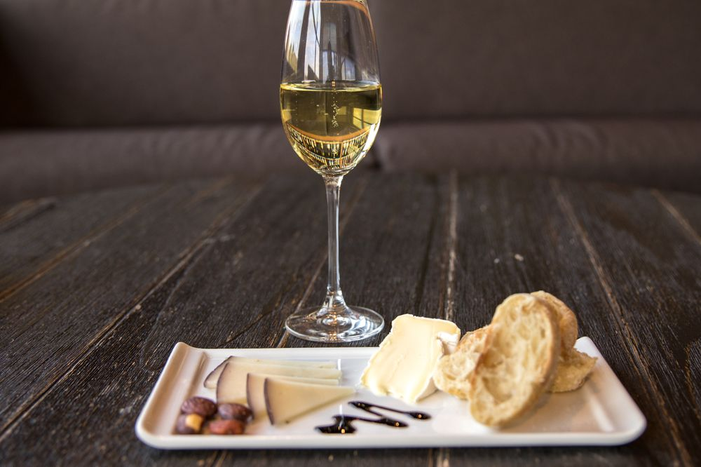 Corkscrew Wine & Cheese: 10924 Prairie Brook Rd, Omaha, NE