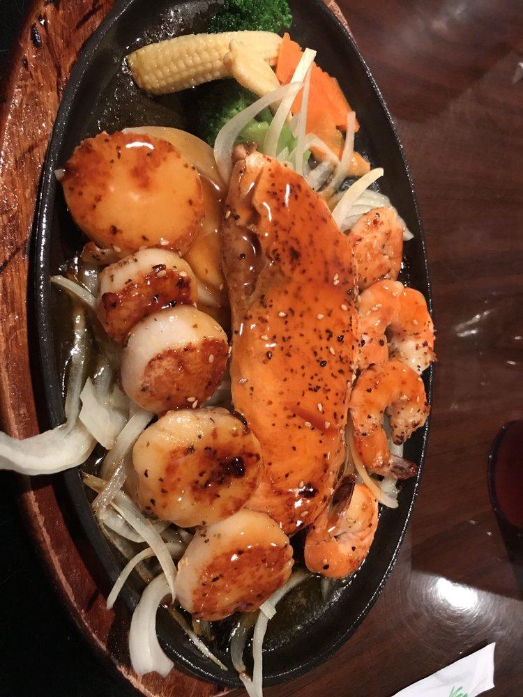 Food from Hana Steakhouse Seafood & Sushibar