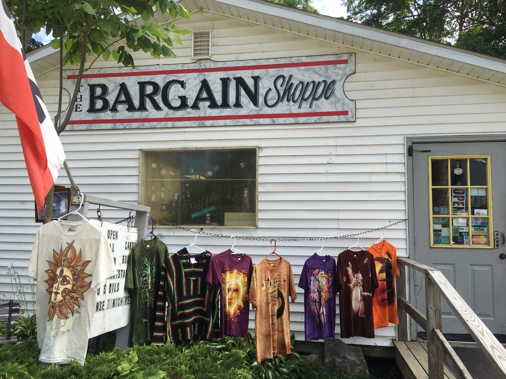 The Bargain Shoppe: 14 East St, Lily Dale, NY