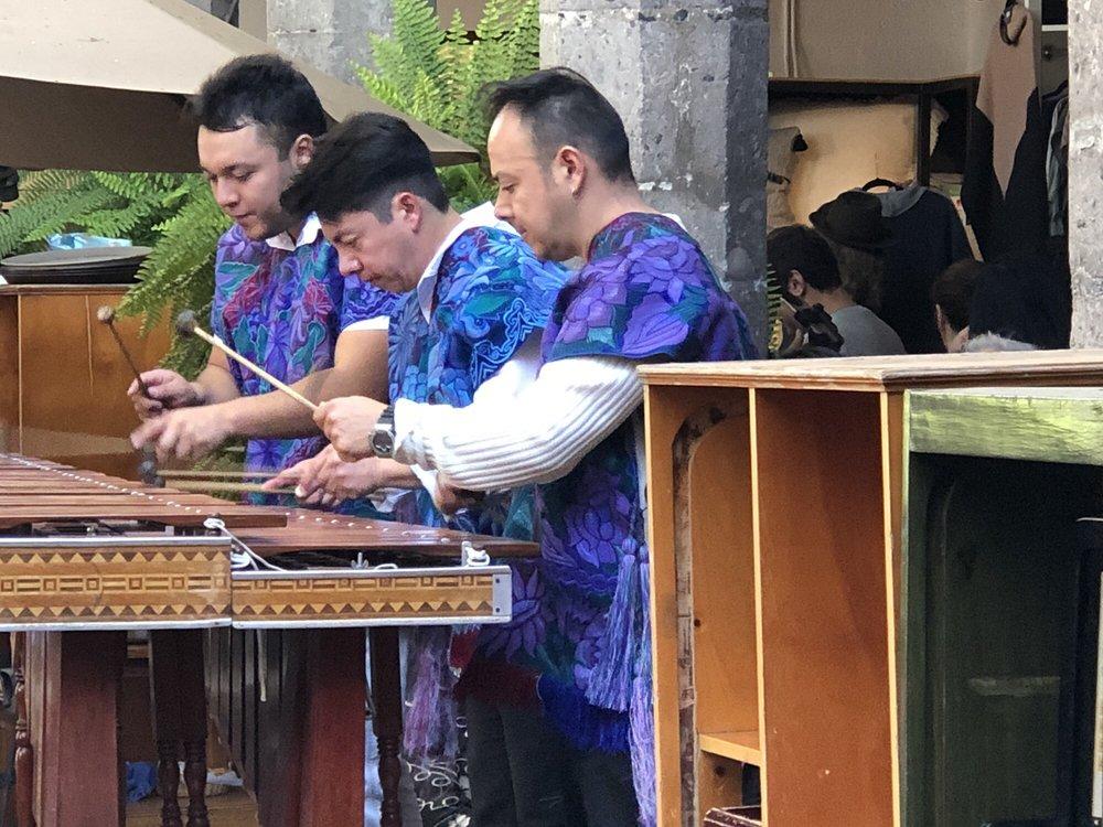 El Bazaar Sábado
