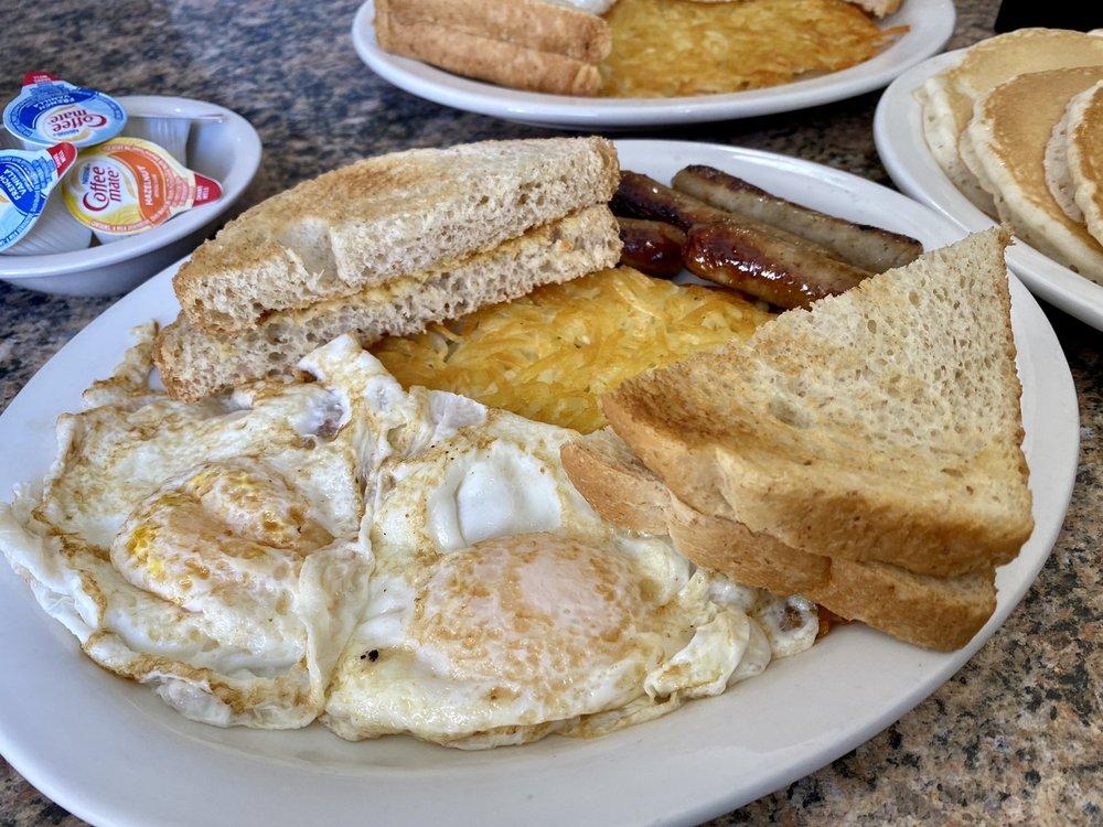 The Dakotan Restaurant: 604 2nd Ave SW, Watford City, ND