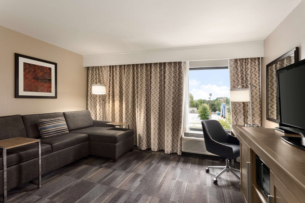 Hampton Inn Fort Smith: 6201-C Rogers Ave, Fort Smith, AR
