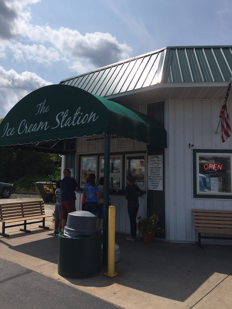 Ice Cream Station: 315 E Main St, Wausaukee, WI