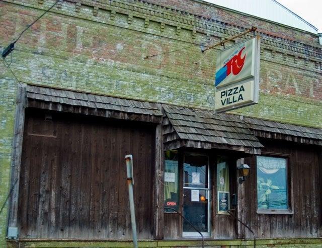 Pizza Villa: 108 Lafayette St, Anna, IL