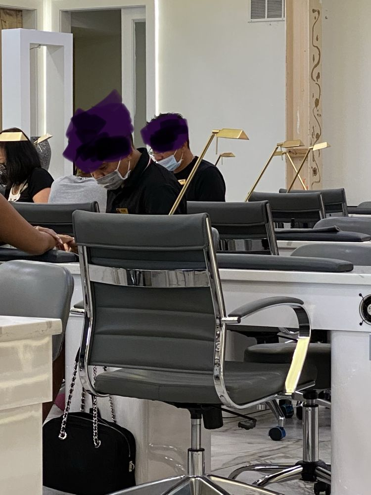 The Golden Lounge Nails & Spa: 3311 Plaza Way, Waldorf, MD