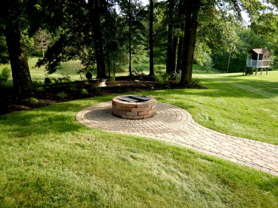 RTR Landscaping & Lawncare: 22 Glenmeade Rd, Greensburg, PA