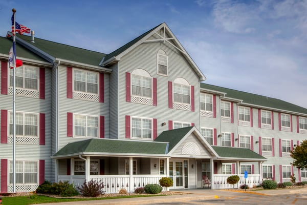 Country Inns & Suites By Carlson: 4025 Hammond Ave, Waterloo, IA