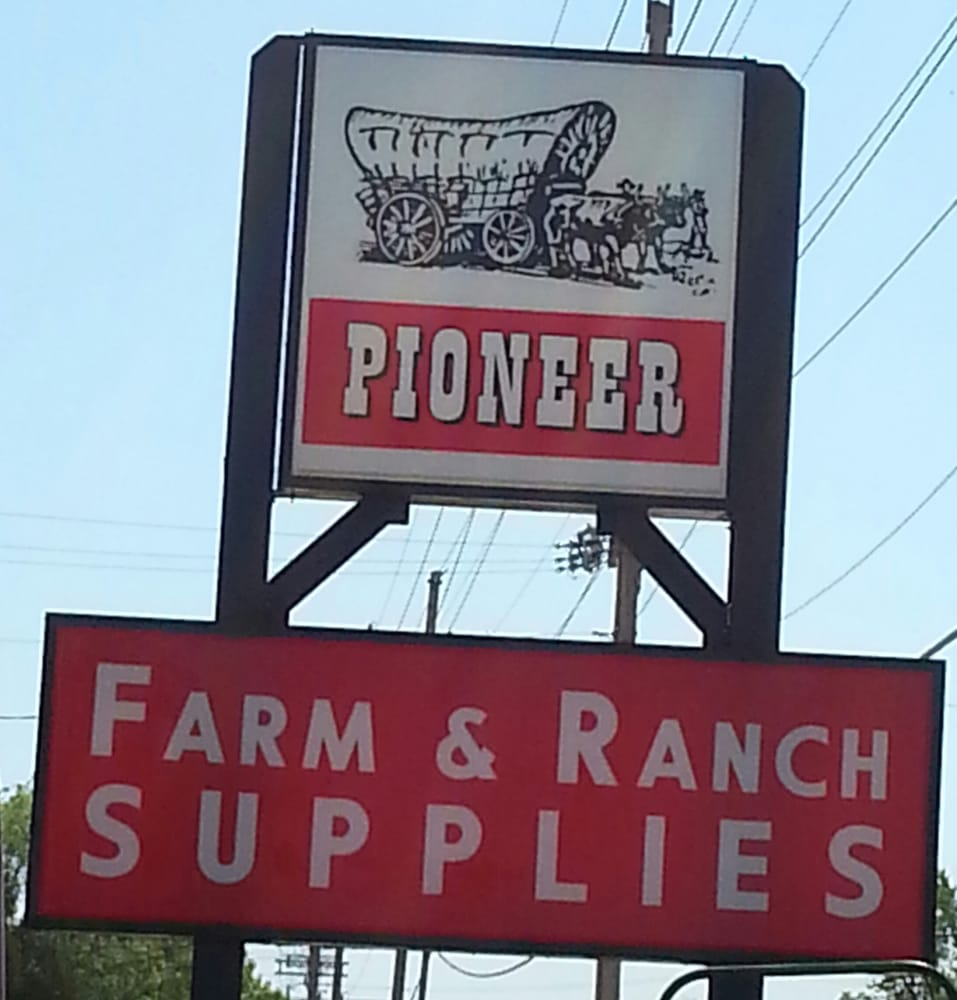 Pioneer Farm & Ranch Supply: 427 NE 14th St, Abilene, KS