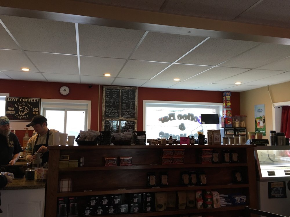 The Black Dog Coffee Company: 206 Martinsburg Rd, Berkeley Springs, WV