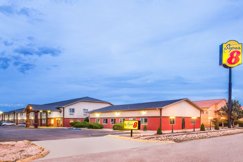 Super 8 by Wyndham Grants: 1604 E Santa Fe Ave, Grants, NM