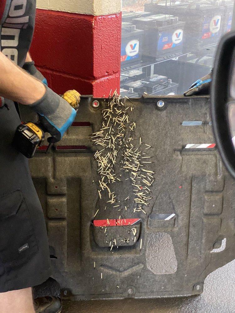 Valvoline Instant Oil Change: 4935 Brownsboro Rd, Louisville, KY